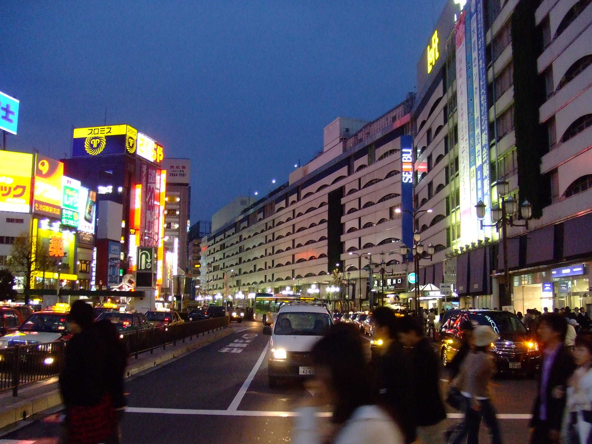 """Ikebukuro Station"" by Ray Tsang from Irvine, USA - Flickr. Licensed under CC BY-SA 2.0 via Wikimedia Commons - https://commons.wikimedia.org/wiki/File:Ikebukuro_Station.jpg#/media/File:Ikebukuro_Station.jpg"