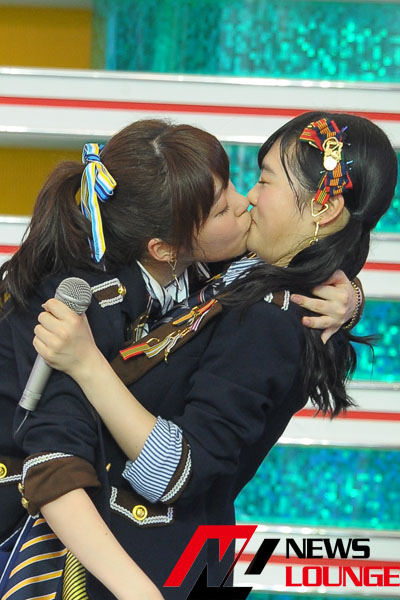 sashihara kissing 02
