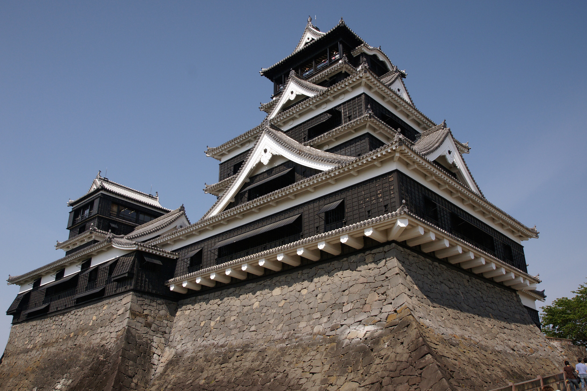 """Kumamoto Castle 05n3200"" by 663highland - 663highland. Licensed under CC BY 2.5 via Commons - https://commons.wikimedia.org/wiki/File:Kumamoto_Castle_05n3200.jpg#/media/File:Kumamoto_Castle_05n3200.jpg"