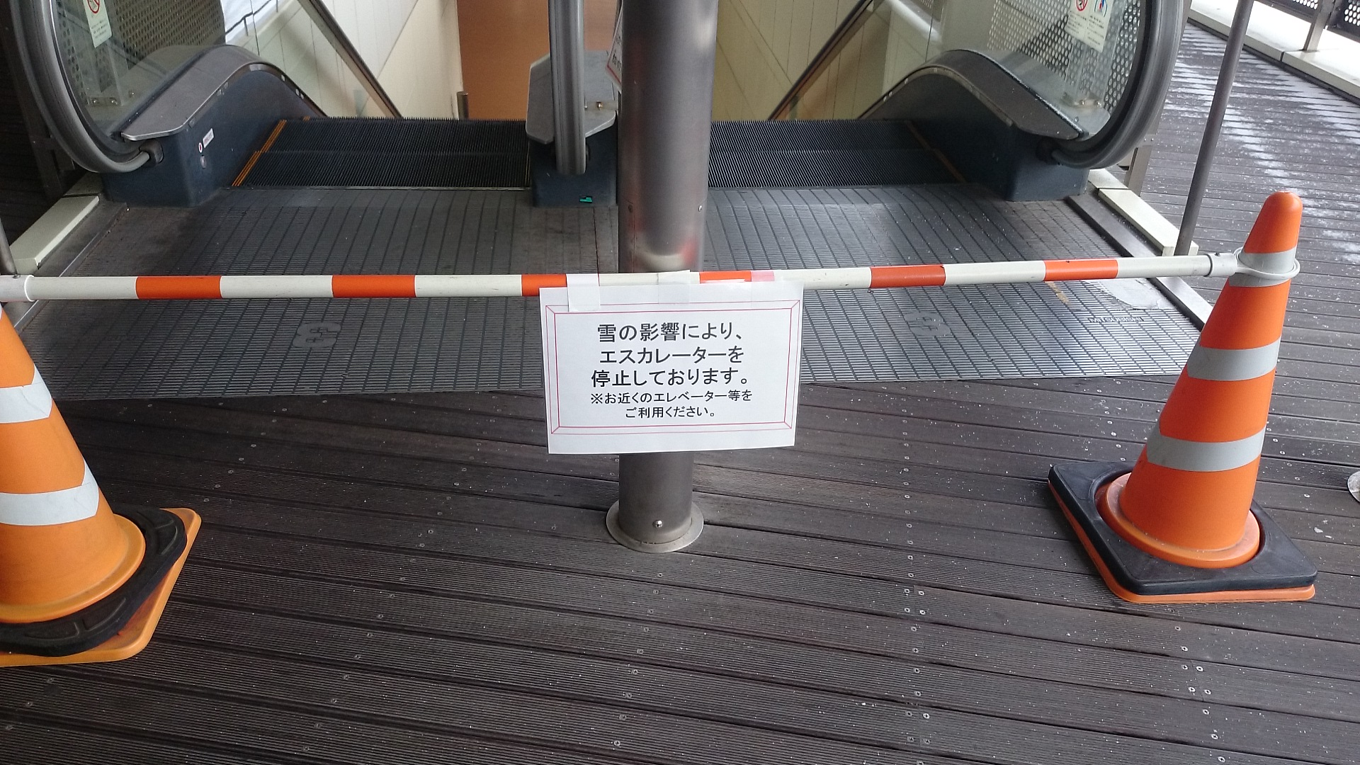 hkt48 theater escalator snow